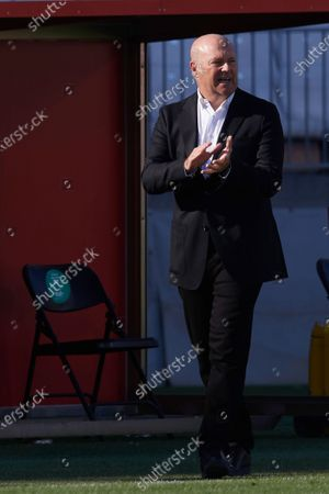 Pepe Mel head coach of Las Palmas gives instructions during the La Liga Smartbank match between UD Almeria and UD Las Palmas at Estadio Juegos del Mediterraneo on February 14, 2021 in Almeria, Spain. Sporting stadiums around Spain remain under strict restrictions due to the Coronavirus Pandemic as Government social distancing laws prohibit fans inside venues resulting in games being played behind closed doors.