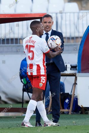 Jose Gomes of Almeria gives instructions to Sergio Akieme during the La Liga Smartbank match between UD Almeria and UD Las Palmas at Estadio Juegos del Mediterraneo on February 14, 2021 in Almeria, Spain. Sporting stadiums around Spain remain under strict restrictions due to the Coronavirus Pandemic as Government social distancing laws prohibit fans inside venues resulting in games being played behind closed doors.