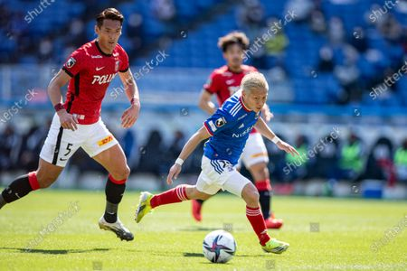 (L to R) Tomoaki Makino (Reds), Teruhito Nakagawa (F. Marinos) - Football / Soccer : 2021 J1 League match between Yokohama F. Marinos 3-0 Urawa Red Diamonds at Nissan Stadium, Kanagawa, Japan.