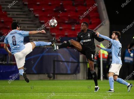 Denis Zakaria of Borussia Monchengladbach and Ilkay Gundogan of Manchester City with Bernardo Silva of Manchester City (r)