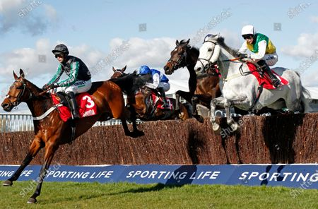 VINTAGE CLOUDS (right, Ryan Mania) beats PYM (left) in The Ultima Handicap Chase Cheltenham