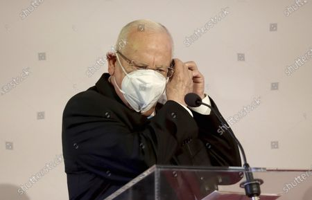 Israeli President Reuven Rivlin with face mask addres the media during a joint press conference with Austrian President Alexander Van der Bellen after their meeting at the Hofburg palace in Vienna, Austria