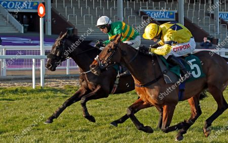 SKY PIRATE (right, Nick Scholfield) beats ENTOUCAS (left) in The Johnny Henderson Grand Annual Challenge Cup Cheltenham
