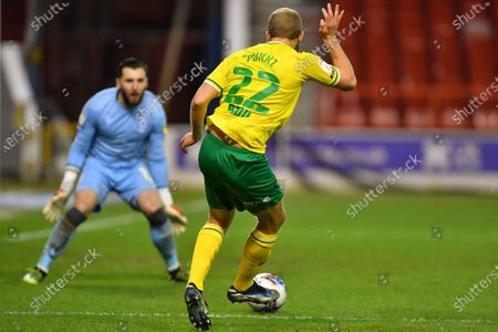Teemu Pukki of Norwich City lines up a shot at goal which is saved by Nottingham Forest goalkeeper Jordan Smith (12) during the Sky Bet Championship match between Nottingham Forest and Norwich City at the City Ground, Nottingham on Wednesday 17th March 2021.