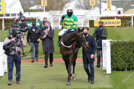 Chantry House and Nico De Boinville win the Marsh Novices' Chase at Cheltenham for trainer Nicky Henderson.
