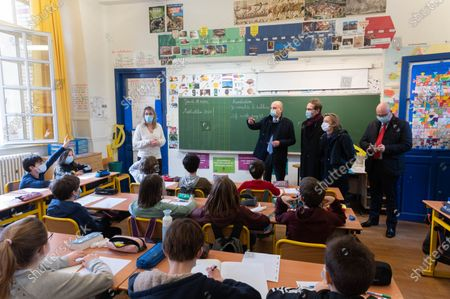 A teacher, Jean-Michel Blanquer, Gille Legendre, Florence Berthout and Christophe Kerrero