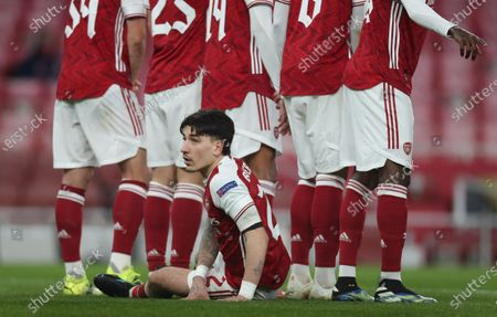 Hector Bellerin of Arsenal prepares to lie on the pitch behind the wall