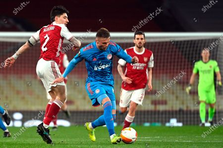Arsenal's Hector Bellerin (L) in action against Olympiacos' Oleg Reabciuk (C) during the UEFA Europa League round of 16, second leg soccer match between Arsenal FC and Olympiacos Piraeus in London, Britain, 18 March 2021.
