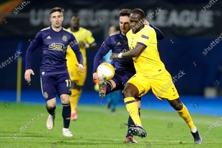 Dinamo Zagreb's Mario Gavranovic, second right, fights for the ball with Tottenham's Moussa Sissoko during the Europa League round of 16 second leg soccer match between Dinamo Zagreb and Tottenham Hotspur at the Maksimir stadium in Zagreb, Croatia