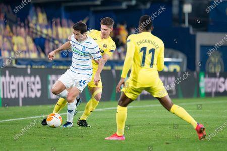 Samuel Chukwueze, Juan Foyth of Villarreal CF and Carlos de Pena of Dynamo Kyiv are seen in action during the UEFA Europa League Round of 16 Second Leg match between Villarreal and Dynamo Kyiv at Estadio de la Ceramica in Villarreal. (Final score; Villarreal CF 2:0 Dynamo Kyiv)