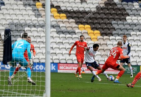 Scott Sinclair of Preston North End shoots at goal; Deepdale Stadium, Preston, Lancashire, England; English Football League Championship Football, Preston North End versus Luton Town.