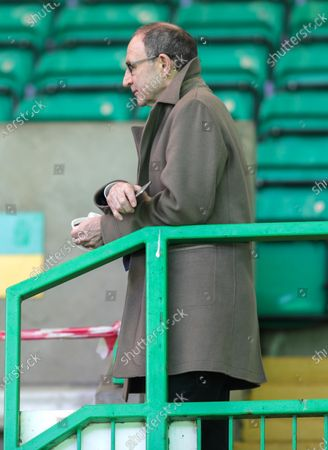 Ex-Rangers player Kris Boyd talks with ex-Celtic Manager Martin O'Neill