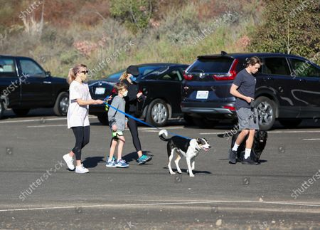 Reese Witherspoon, Deacon Phillippe, Tennessee James Toth and Ava Phillippe out for a hike