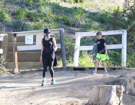 Reese Witherspoon and Tennessee James Toth out for a hike