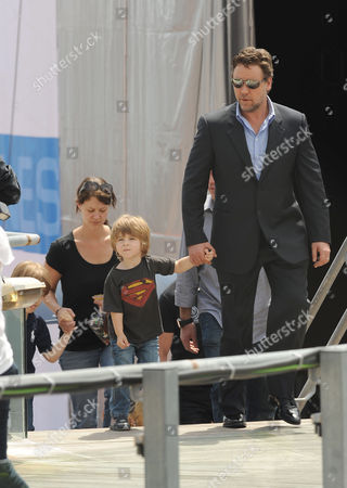 Russell Crowe with son Tennyson (superman T-shirt)