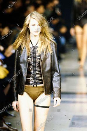 Model walks Helmut Lang's Spring 1992 RTW (pret a porter) Runway collection. Meryem Uzerli