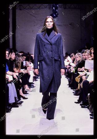 Balenciaga Fall 1998 RTW runway show. Caroline Brasch Nielsen