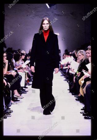 Balenciaga Fall 1998 RTW runway show. Caroline Brasch Nielsen, Bully Buhlan