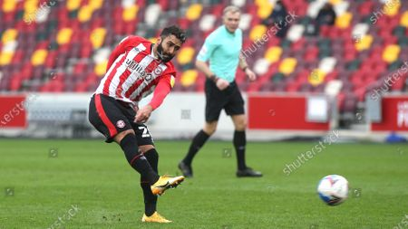 Saman Ghoddos of Brentford takes a shot at the Nottingham Forest goal during Brentford vs Nottingham Forest, Sky Bet EFL Championship Football at the Brentford Community Stadium on 20th March 2021