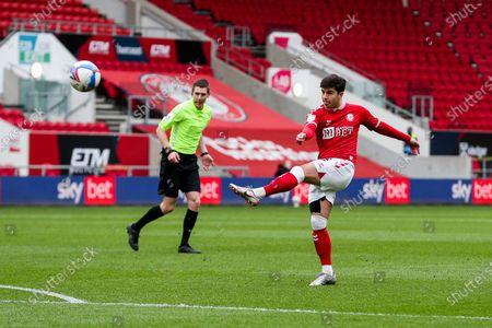 Liam Walsh of Bristol City shoots