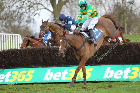Time To Get Up and Jonjo O'Neill jnr catches Mighty Thunder on the run-in to win the Marston's 61 Deep Midlands Grand National at Uttoxeter.