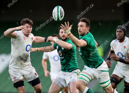 Ireland vs England. England's Tom Curry competes for possession with Jack Conan and Robbie Henshaw of Ireland
