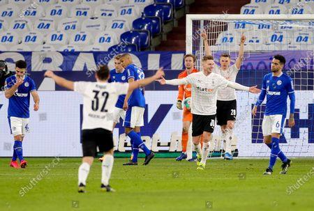 (L-R) Moenchengladbach's Florian Neuhaus, Nico Elvedi and Matthias Ginter celebrate the 3-0 lead during the German Bundesliga soccer match between FC Schalke 04 and Borussia Moenchengladbach in Gelsenkirchen, Germany, 20 March 2021.