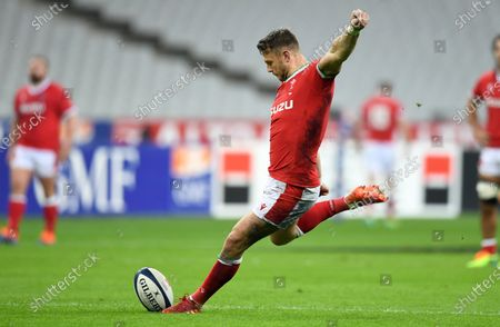 Dan Biggar of Wales kicks a penalty.