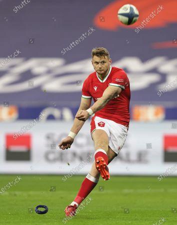France vs Wales. Wales' Dan Biggar kicks a conversion