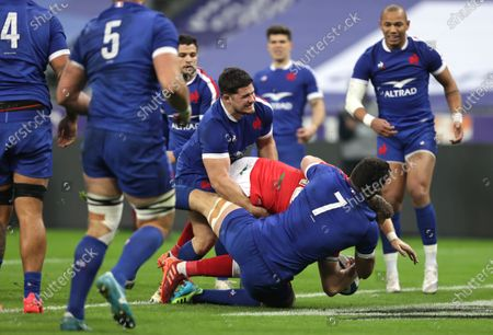 France vs Wales. Wales' Dan Biggar scores his sides opening try