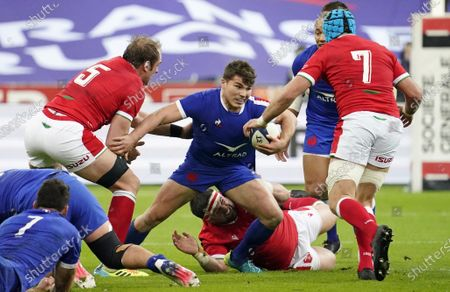 France vs Wales. France's Antoine Dupont comes up against Justin Tipuric and Alun Wyn Jones of Wales