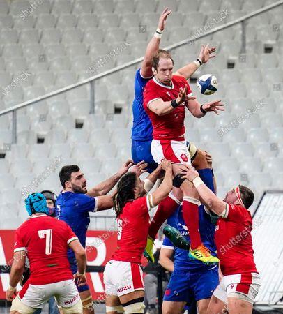 France vs Wales. Wales' Alun Wyn Jones wins a line out
