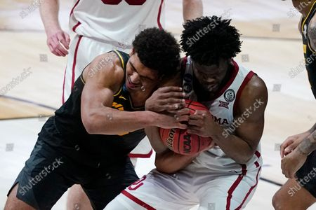 Missouri guard Mark Smith, left, fights for a loose ball with Oklahoma guard Elijah Harkless, right, during the second half of a first-round game in the NCAA men's college basketball tournament at Lucas Oil Stadium, in Indianapolis