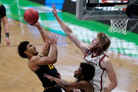 Missouri guard Mark Smith, left, shoots over Oklahoma guard Elijah Harkless, center, and forward Brady Manek, right, during the second half of a first-round game in the NCAA men's college basketball tournament at Lucas Oil Stadium, in Indianapolis