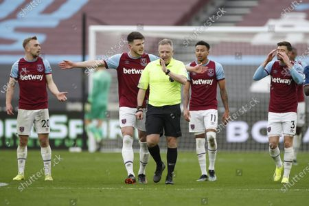 West Ham's Declan Rice (2-L) argues with referee Jon Moss (C) during the English Premier League soccer match between West Ham United and Arsenal FC in London, Britain, 21 March 2021.
