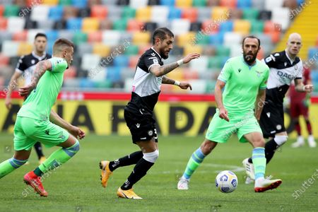 Udinese's Roberto Pereyra (C) and Lazio's Vedat Muriqi (R) in action during the Italian Serie A soccer match between Udinese Calcio and SS Lazio in Udine, Italy, 21 March 2021.