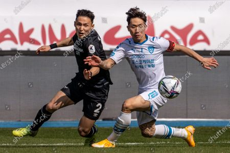 Lee Si-Young of Seongnam FC competes for the ball with Kang Sang-woo of Pohang Steelers during the K League 1 match between Seongnam FC and Pohang Steelers at the Tancheon Stadium in Seongnam, South Korea, 21 March 2021.