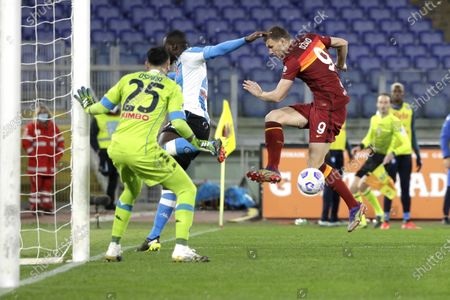 Roma's Edin Dzeko, right, tries to scores by Napoli's goalkeeper David Ospina during the Italian Serie A soccer match between Roma and Napoli at Rome's Olympic stadium