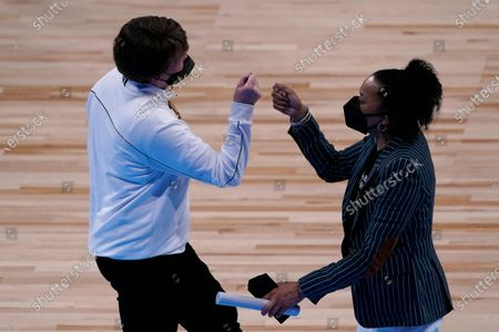 South Carolina head coach Dawn Staley, right, and Mercer head coach Susie Gardner greet each other after their college basketball game in the first round of the women's NCAA tournament at the Alamodome in San Antonio, . South Carolina won 79-53