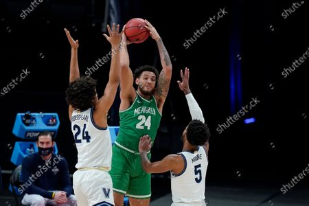 North Texas's Zachary Simmons (24) makes a pass against Villanova's Jeremiah Robinson-Earl (24) and Justin Moore (5) during the first half of a second-round game in the NCAA men's college basketball tournament at Bankers Life Fieldhouse, in Indianapolis