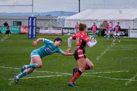 Kelly Smith (#14 Gloucester-Hartpury) evading a tackle to score