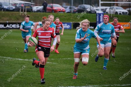 Kelly Smith (#14 Gloucester-Hartpury) on the attack
