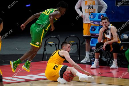 Stock Picture of Oregon forward Eric Williams Jr. (50) and Iowa guard Joe Wieskamp (10) battle for a loose ball during the second half of a men's college basketball game in the second round of the NCAA tournament at Bankers Life Fieldhouse in Indianapolis