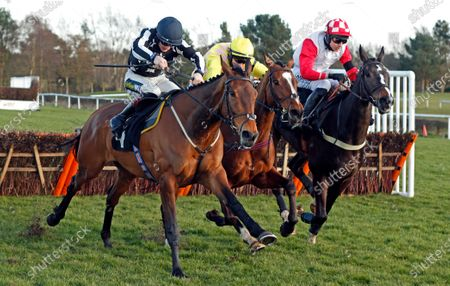 ONE FOR YOU (centre, Tom O'Brien) beats FANTASTIKAS (left) and HIGHWAY ONE O ONE (right) in The Racing TV Handicap Hurdle Market Rasen