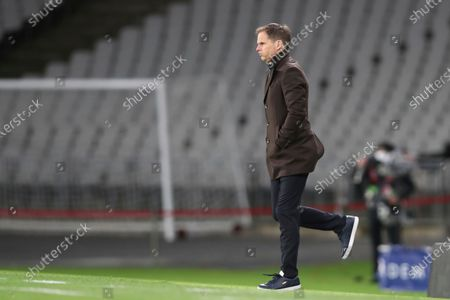 Netherlands' head coach Frank de Boer gestures during the World Cup 2022 group G qualifying soccer match between Turkey and Netherlands at the Ataturk Olimpiyat Stadium in Istanbul, Turkey