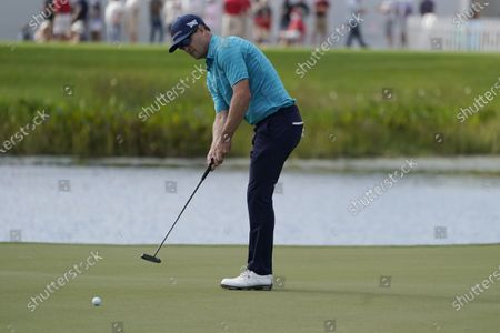 Zach Johnson putts on the 17th hole during the final round of the Honda Classic golf tournament, in Palm Beach Gardens, Fla