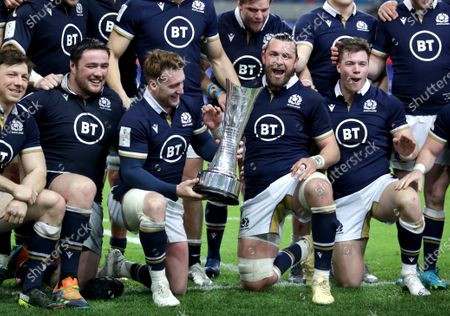 France vs Scotland. Scotland's Stuart Hogg and Ryan Wilson with the Auld Alliance Trophy