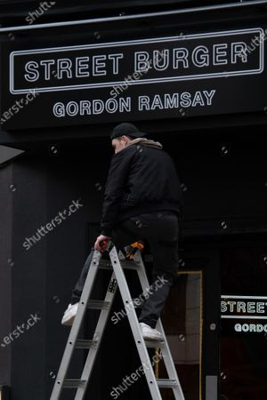 Adding the finishing touches as Gordon Ramsay's Street Burger takes over the Byron on Charing Cross Road, London UK. 26 March 2021 Photo by robin pope / Nurphoto