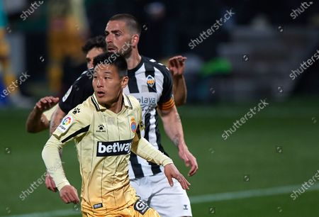 (210327) - CASTELLON DE LA PLANA, March 27, 2021 (Xinhua) - RCD Espanyol's Wu Lei (front) competes during a Spanish second division league football match between CD Castellon and RCD Espanyol in Castellon de la Plana, Spain, March 26, 20 21.