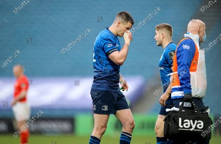 Leinster vs Munster. Leinster's Johnny Sexton leaves the field due to an injury